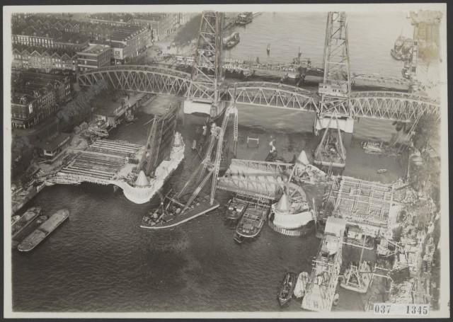 Bouw nieuwe hefbrug over de Koningshaven te Rotterdam, november 1928