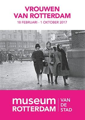 Drie jonge vrouwen op de hoek van de Coolsingel/Oldenbarneveldstraat, Rotterdam 1960 ©Henk Jonker / MAI