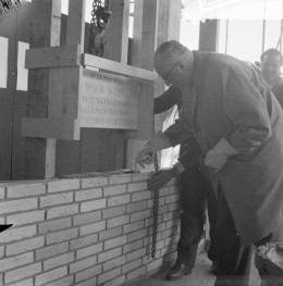 Burgemeester van Walsum tijdens Opbouwdag 1961.