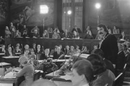André van der Louw geïnstalleerd als burgemeester van Rotterdam, 21 november 1974 (Rob Mieremet, Nationaal Archief CC0