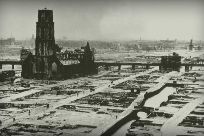 Het gebombardeerde centrum van Rotterdam (National Archives, USA)