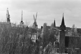 Rob Bogaerts, Kranen boven de huizen van Heijplaat, Nationaal Archief CC0