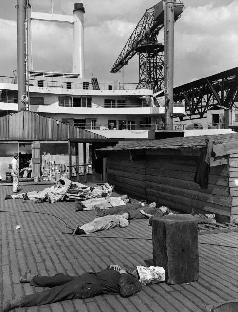 Lunchtijd op bouwplaats SS Rotterdam (foto: Daniel van de Ven)