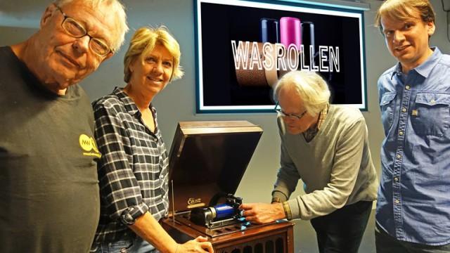 Vlnr: Oprichter Centrale Discotheek Rob Maas, directeur Margreet Teunissen, geluidsrestaurateur Tim-de Wolf en projectmanager Igmar Vroomen