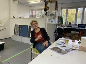 Ieneke van der Kooy in haar atelier in het Oude Emmahuis